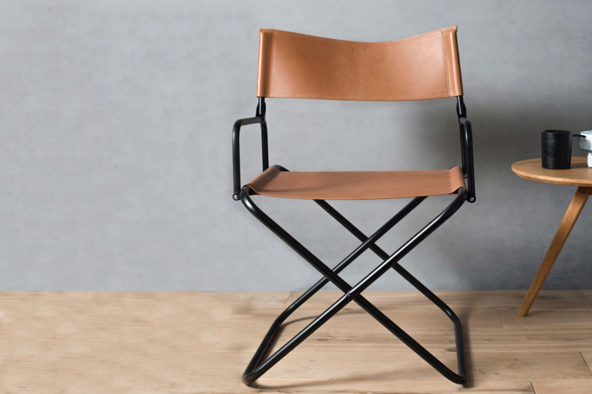 Chaise pliante transformé en cuir tanné végétal