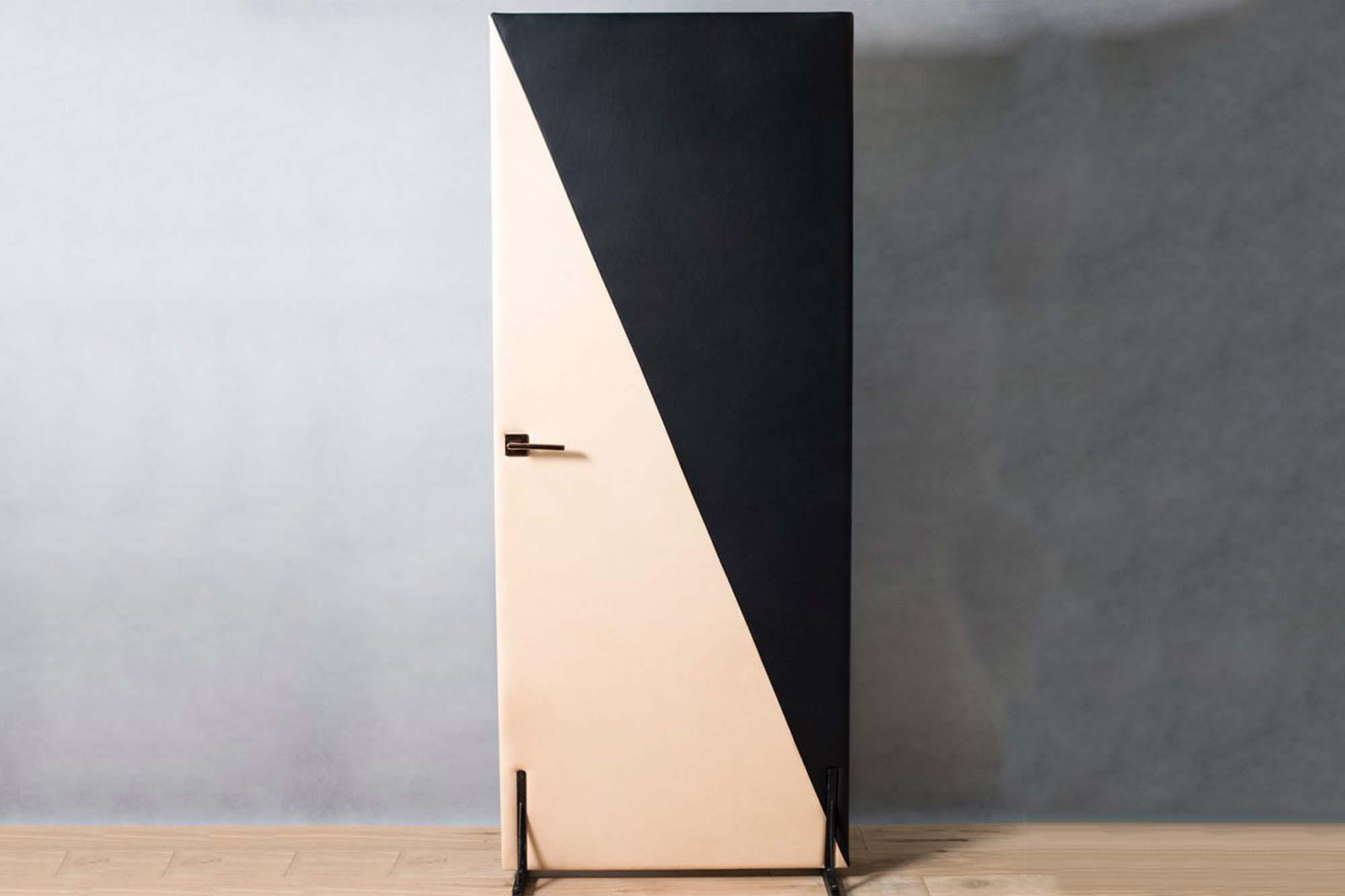 Bicolor door padded in leather